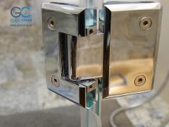 Фурнитура для стеклянных дверей в душ